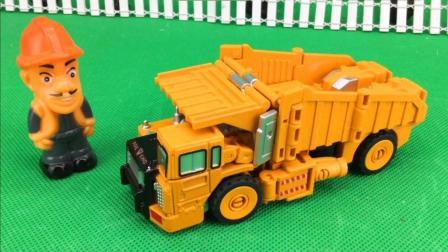 工程车玩具视频 2017 光头强玩变形金刚玩具装卸车 碎骨猎人 光头强玩玩具装卸车