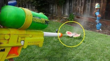 世界最强玩具水枪, 威力超过消防栓, 直接把西瓜切爆