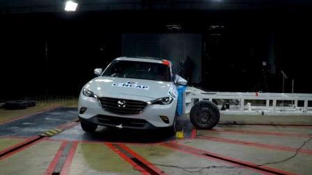 看看马自达CX-4被时速50公里移动车侧面碰撞后会发生什么