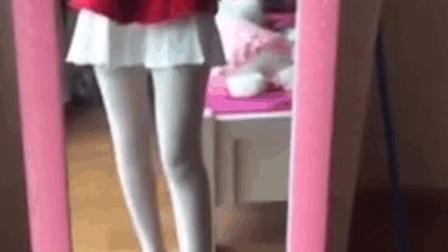 零零后萝莉luoli白丝袜大长腿房间内玩自拍