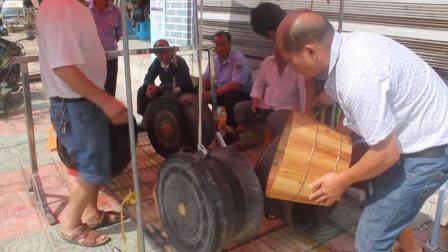 领略什么叫大音稀声  穿越时空的铜鼓声   在贵州省三都水族自治县街头目击铜鼓试音