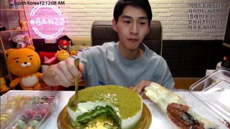 奔驰哥吃中国粉丝送来的抹茶蛋糕, 绿色的代表什么呢?