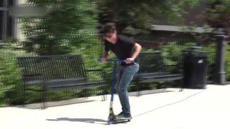 恶搞: 滑轮车恶搞小偷