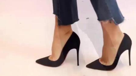 黑色高跟鞋尖头设计这么穿才显的时髦女王范儿!