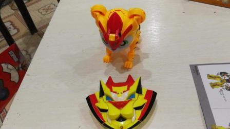 猪猪侠之超星萌宠2 铁拳虎Vs外星人 新魔力机甲变形玩具