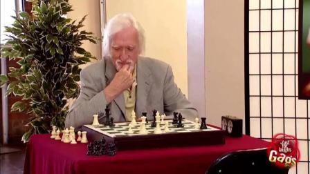 国外整人恶搞 棋子自己动