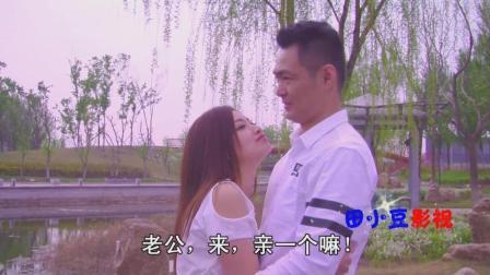 搞笑: 美女要和男友在公园里亲嘴