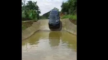 没开过路虎汽车, 我却看过路虎汽车下水, 都说这汽车不错!