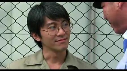 周星驰在监狱里比四大天王还厉害, 轻松就收拾了霸气狱警!