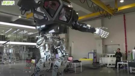 """科幻片里的人机合一机器人将成为现实, 第一台""""人机合一机器人""""问世"""