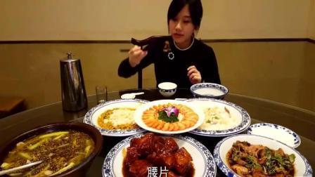 中国美女大胃王密子君跑到无锡吃本地美食, 满桌子海鲜全吃掉, 老板这是得罪谁了
