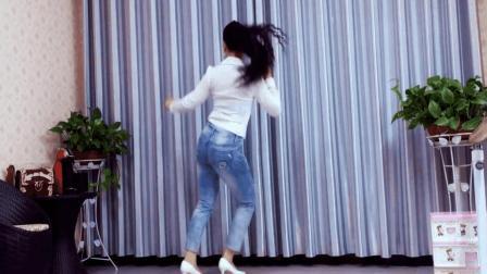 青青世界广场舞 简单易懂的32步鬼步舞含分解口令三分钟就会《爱上老妹的美DJ》