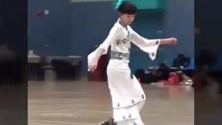 传说中的古典小美女溜冰比赛完整视频, 可以上头条了2