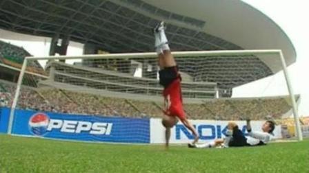 张卫健很早的一部电视剧《功夫足球》, 剧情特效和星爷的少林足球有一拼!