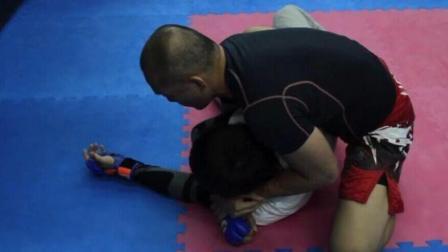 巴西柔术背后扣脖子的方法
