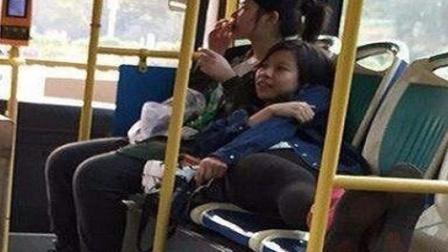 丝袜美女公交上不顾形象 躺座椅上睡觉玩手机 146 整人搞笑视频
