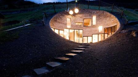 建筑学家退休后包下一个山包, 忙活几个月后的成果把大家都惊呆了!