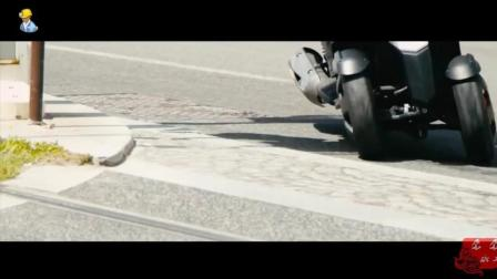 请的老外做代言, 国产倒三轮摩托车在农村庙会进行宣传表演