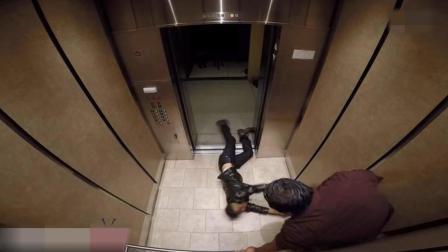 国外恐怖恶搞: 电梯门一打开, 僵尸突然涌进来