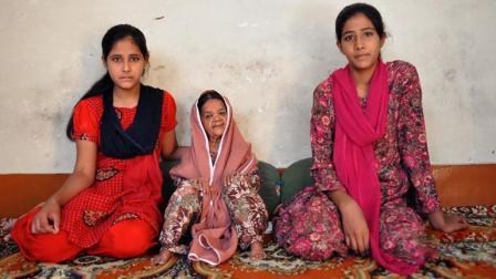 厉害了! 印度115岁老妇身高仅90厘米竟同时娶两名50岁丈夫