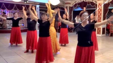 新疆舞-集体舞新疆呼图壁美女在舞友联谊会上表演2017.7.30.