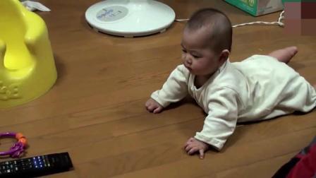 爸爸妈妈也可以这样去训练宝宝爬行 宝宝呆萌可爱到爆