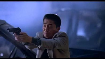 周润发饰演的《辣手神探》美学暴力: 只要你手上有枪, 子弹是绝不浪费的
