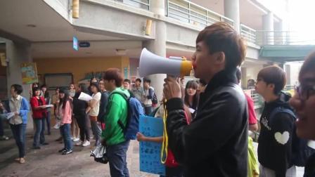 帅气男生校园表白女同学, 围观学生大呼在一起