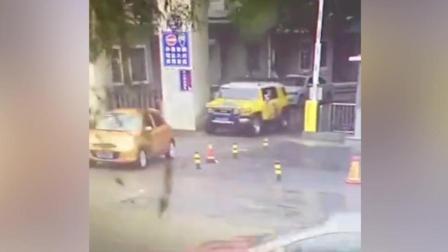 高清安徽宿州一车辆疑自燃引发爆炸 司机重伤已被送医救治