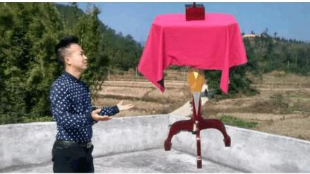 魔术揭秘: 桌子凭空悬浮, 原来机关是这样子的
