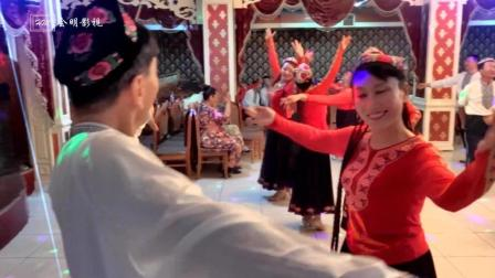 新疆舞-双人舞石河子罗霖老师和美女在呼图壁舞友联谊会上表演2017.7.30.