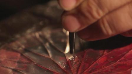 普通铁片, 被牛人用锤子敲两下, 竟然变身荷花茶台