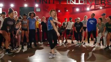 10岁小女孩跳舞    是舞神附体了吗