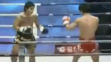 """面对泰国拳王考克, 死神方便使出必杀技""""抱腿摔""""制服对手!"""