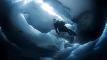 胆太大! 两位探险家潜入30米深的地下冰川, 被冻僵后出不来了!