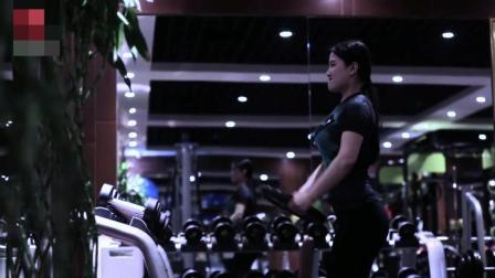 女生健身也需要力量 现在谁说女子不如男的