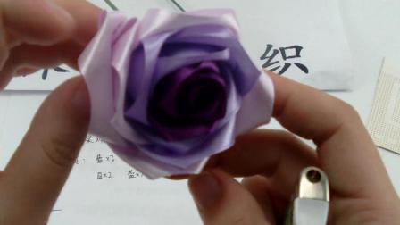 一卷丝带一个火机就可以做出逼真的玫瑰花——纯手工丝带手捧玫瑰花的教程