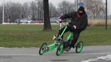 小伙发明的四轮自行车, 会爬楼梯4万一辆你会买吗?