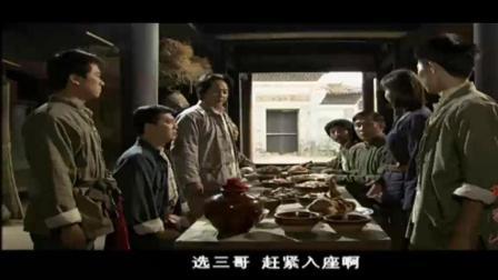 毛主席到井冈山的土匪山寨和领头的高谈阔论的画面!