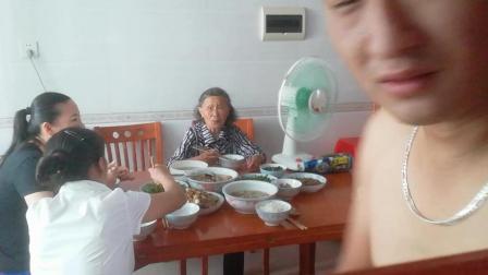 中国乡村大胃王农民暴走吃货吃播日常吃饭视频家常菜视频大全 小吃货农村美女媳妇吃播