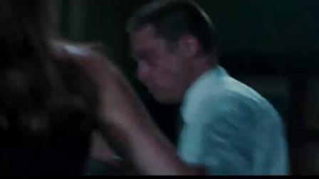 5分钟看丰唇美女朱莉与性感男神雷哥的经典动作