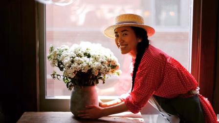 青海姑娘每年花50万,在北京四合院造了一个鲜花民宿