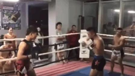 厉害了, 佛山14岁小孩挑战70kg半职业泰拳选手, 打得难分难解!