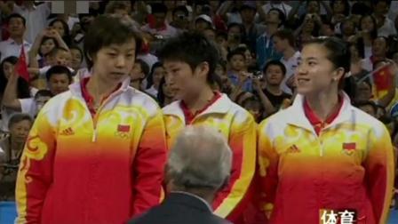 赛场上同时升起三面国旗, 这可能是最让外国人绝望的运动, 三个中国大魔王在下面笑的像花