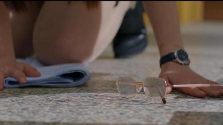 美女老师被学生踩坏眼镜-这下抄美了吧 #大鱼FUN制造