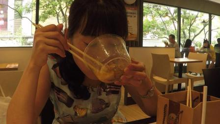 池小霞频道 美食篇 第一季 昆明这种小吃 精华全在汤里 好吃到连汤都不剩 151