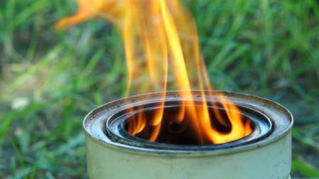用完的奶粉罐做成木柴气化炉
