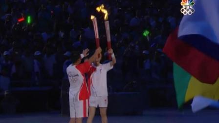 九年前的今天, 李宁在鸟巢上空点燃奥运火炬, 惊艳全世界