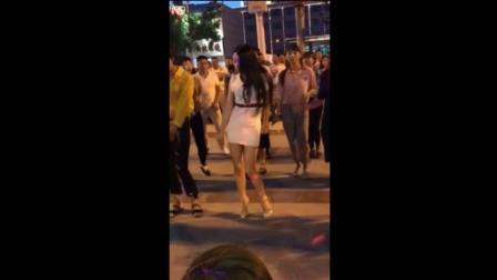 美女把广场舞摇成了酒吧慢摇, 既动感又好看