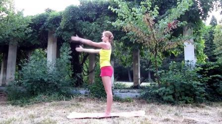 动作简单还能健身 适合女生的简单瑜伽动作